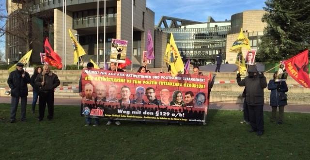 Duisburg' da İnsan Hakları Gününde Miting Düzenlendi